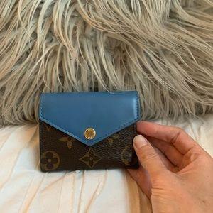 AMAZING condition Louis Vuitton Zoe Wallet 🔒🦋💙